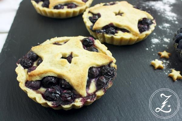 Li-La-Laune Pies mit Blaubeeren und Puddingcreme by Zuckergewitter
