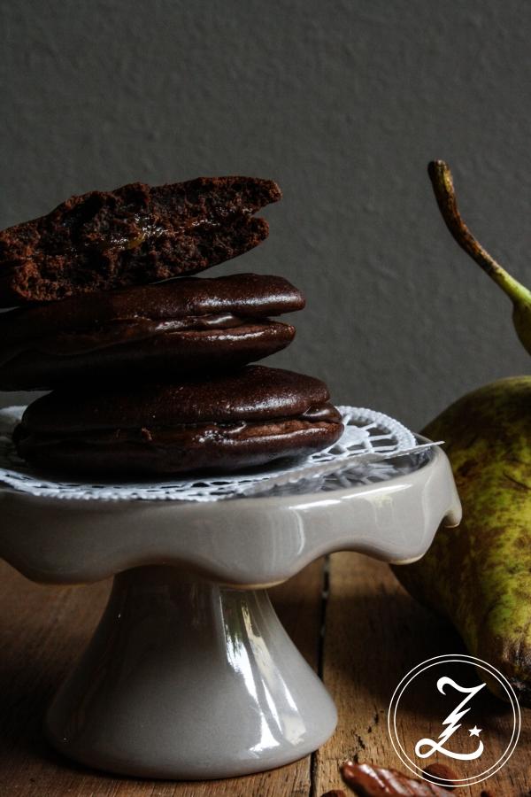 schokoladige Whoopie Pies mit Birne und Amaretto-Kaffee-Ganache | Zuckergewitter.de