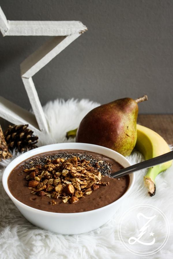 zu Weihnachten gesund frühstücken mit einer schokoladigen Smoothiebowl und Spekulatiusgranola | Zuckergewitter.de