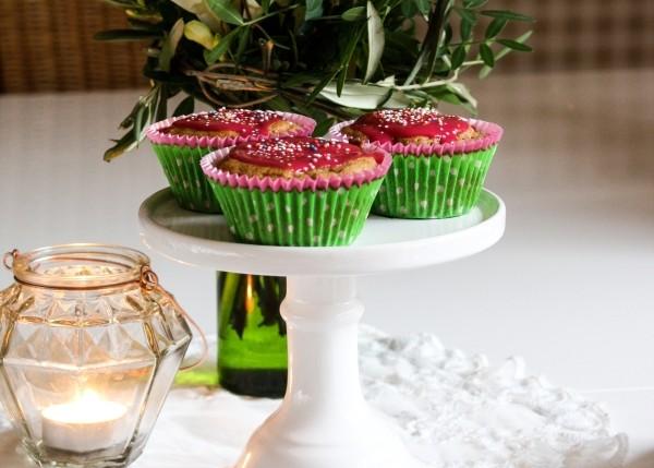 Vanillejoghurt-Muffins mit fröhlichem Zuckerguss gegen Schlechtwetterlaune | Zuckergewitter.de