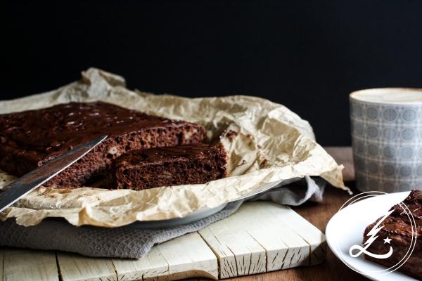 veganer Schoko-Bananen-Kuchen - saftig und gleichzeitig fluffig, ganz ohne Fett | Zuckergewitter.de
