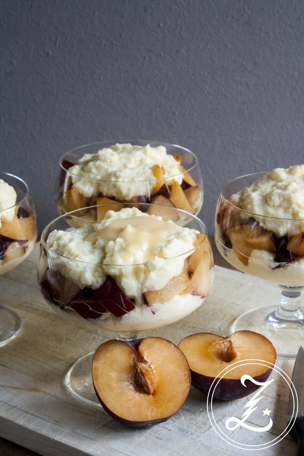 Ein fluffig, cremiger Traum - leichte Vanille-Joghurt-Crème mit frischem Obst | Zuckergewitter.de