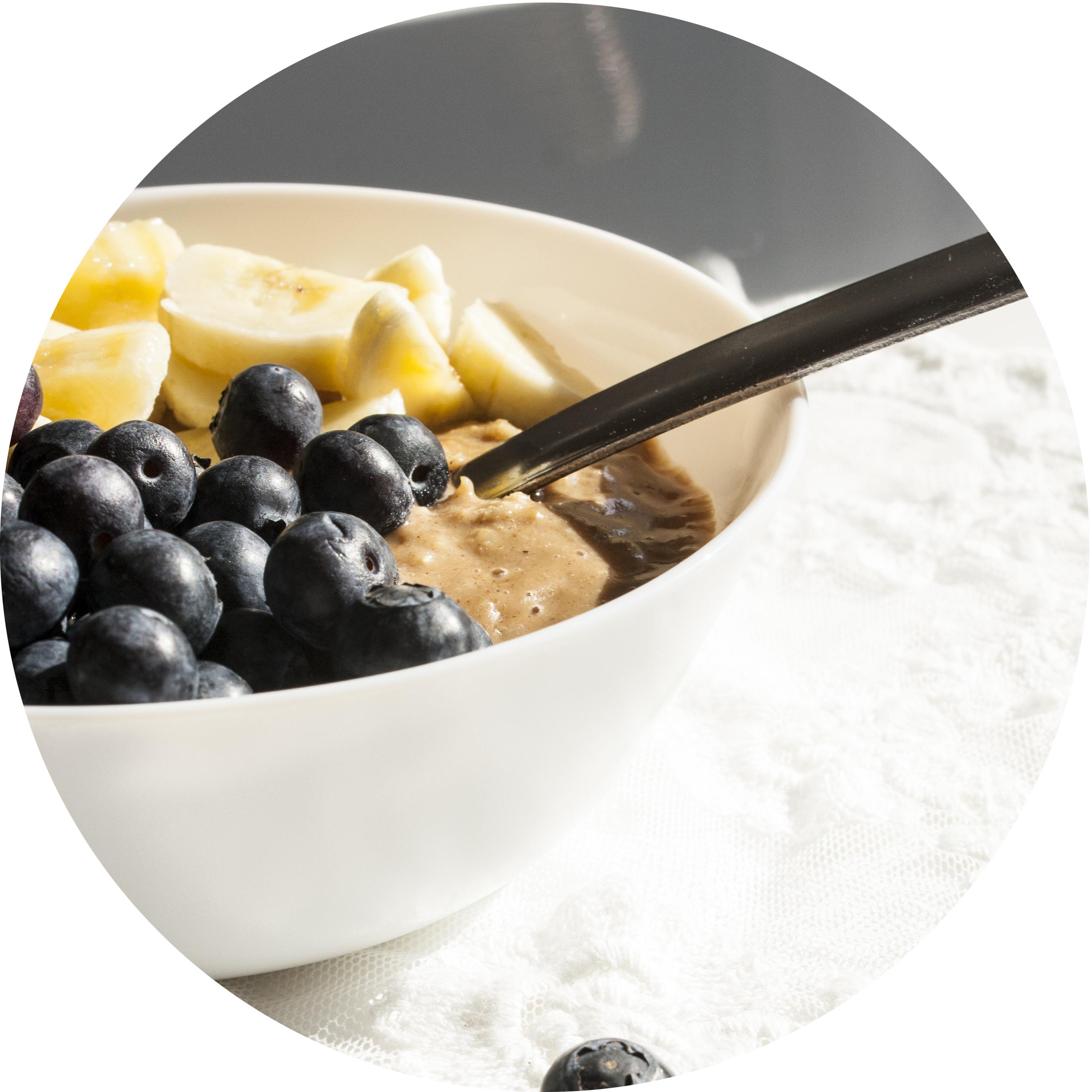 Wachmacher-Porridge mit Mandelmus und frischem Obst | Zuckergewitter.de