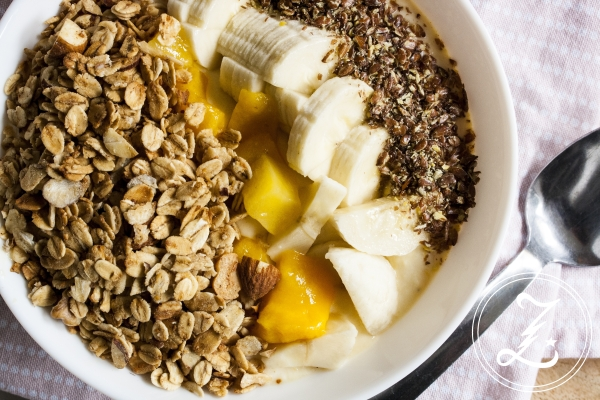 {Start Your Day Right} tropische Smoothiebowl mit Quark, Mango und Banane | Zuckergewitter.de